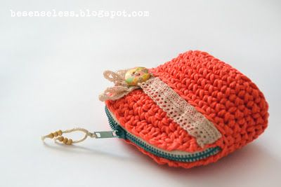 Cute crochet coin purse Lisa I would like this in purple for my birthday.....PLEASE