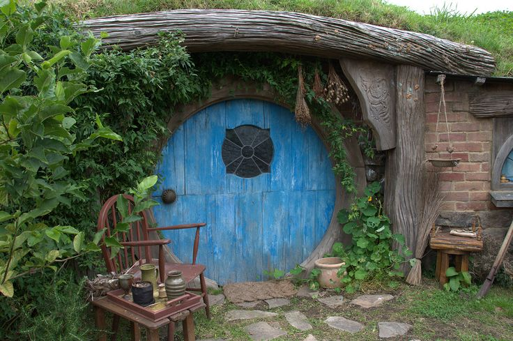 I like the stained glass window detail in this hobbit hole door.  Is this one from the set of The Hobbit as well?
