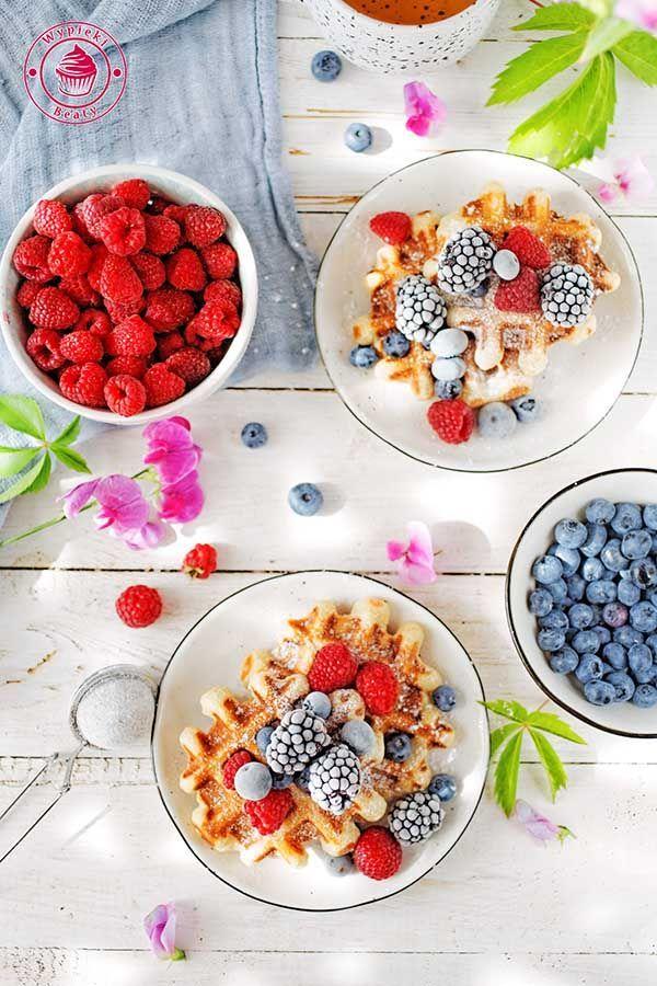 Banana waffles with berries - gofry bananowe z owocami :)