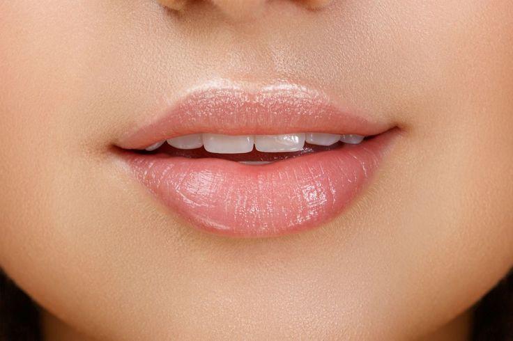 W upalne dni zdecydowanie lepiej sprawdzi się dobry błyszczyk do ust, z tego względu, że jest dużo lżejszy i mniej się rzuca w oczy niż szminka a przy tym posiada …