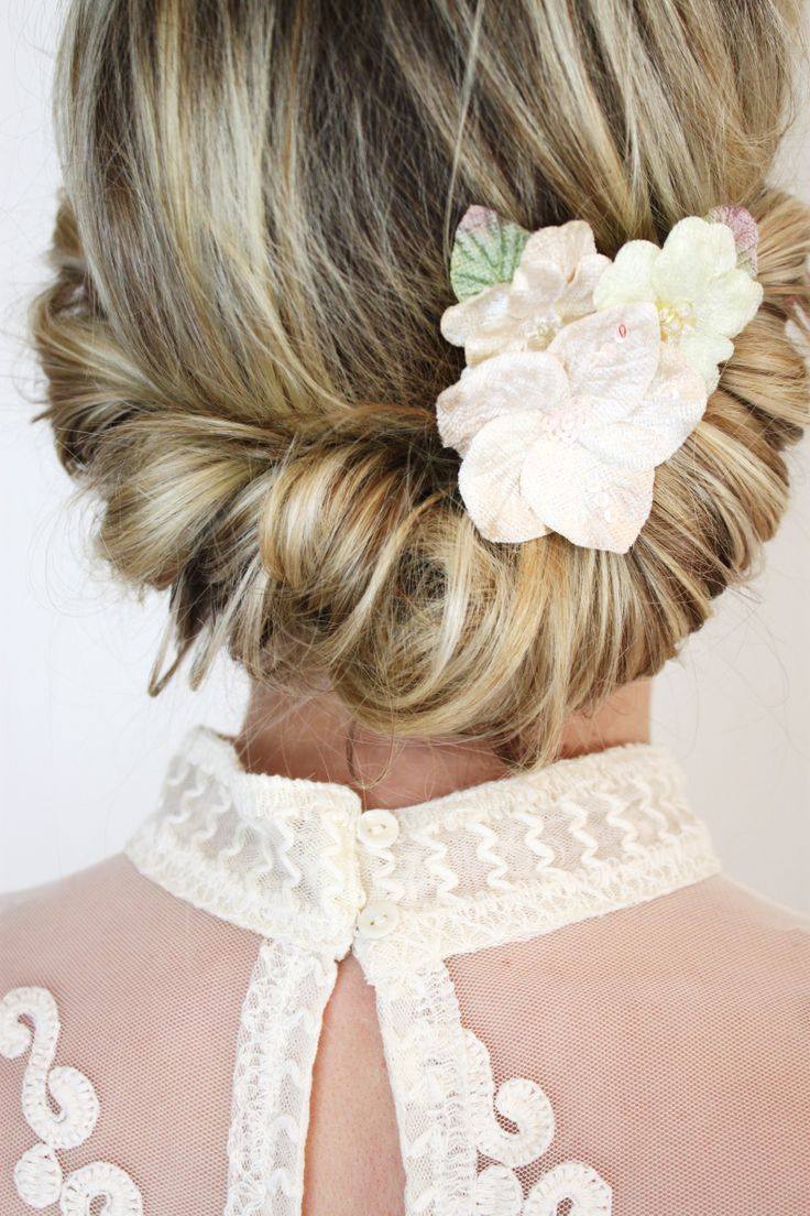 Haarclip mit Blüte #haarspange #blumen blüte #haarclip #frisur #hochzeit #styling #brautfrisur #braut #trauzeugin #brautjungfer