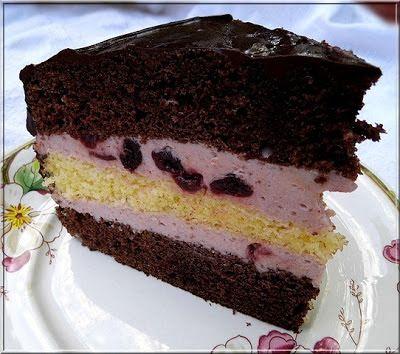 Megígértem a fészen, hogy ennek a tortának a receptjét még a héten közzéteszem. A kisfiam születésnapjára készült. A h...