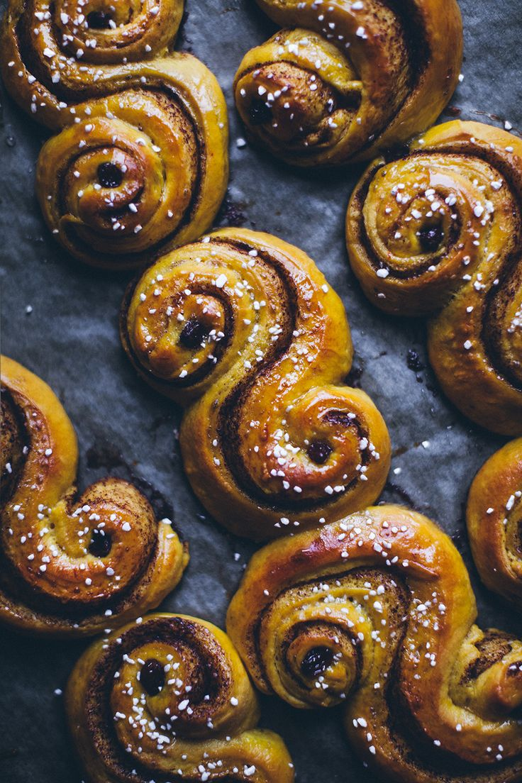I tried combining two Swedish classics in one gorgeous swirly bun, Lucia saffron buns (Lussekatter) and cinnamon buns (kanelbullar) for the first time last year, and I, for the life of me couldn't rem