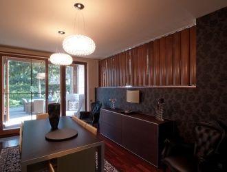 Családi ház, Budapest, #fa, #térelválasztó, #fal, #belsőépítészet