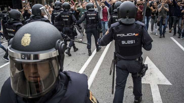Catalan Separatists Squeezed Further as Spain Tightens Its Grip    #catalan #referendum #spain #europe