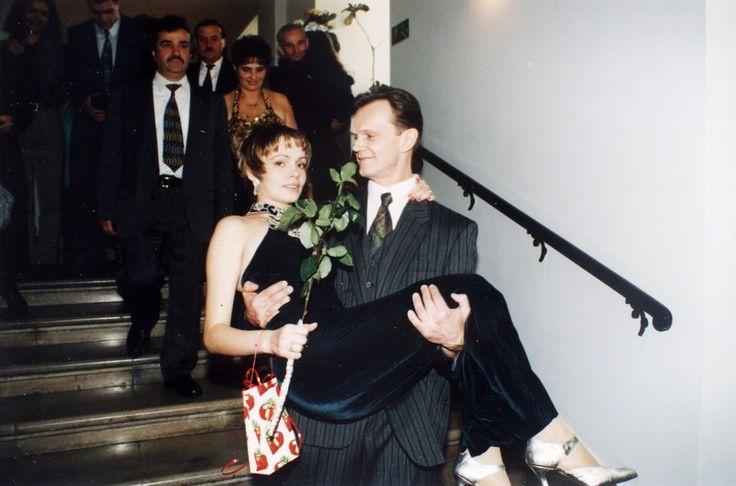 Ślubne zdjęcia gwiazd  Cezary Pazura i Weronika Marczuk w 1995