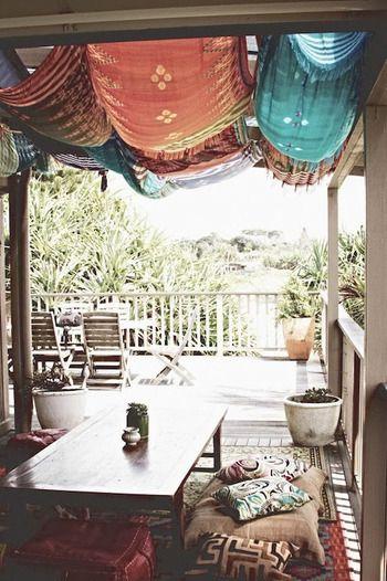 日よけとして布を使えばリゾート風に。