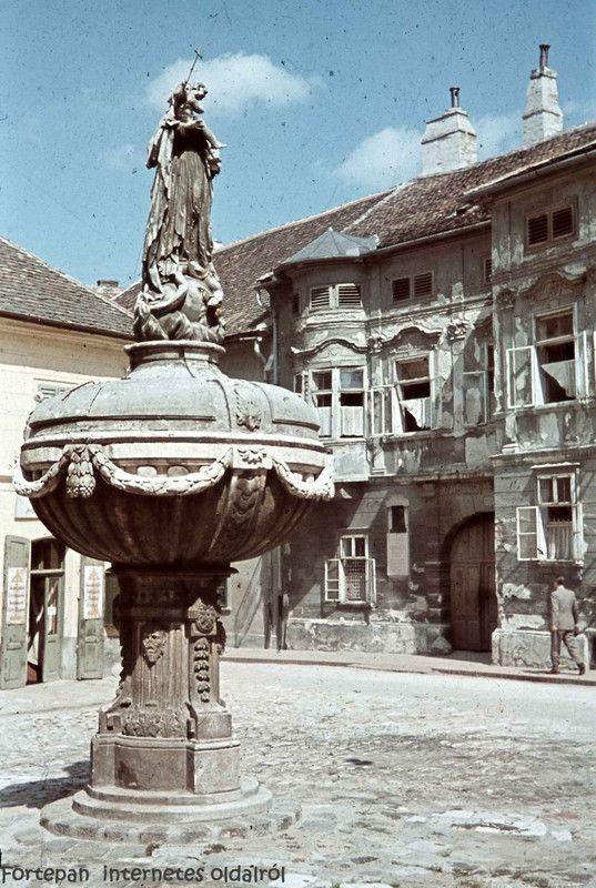 Orsolya tér 1944-ben a bombázások előtt. - tacsifoto - indafoto.hu