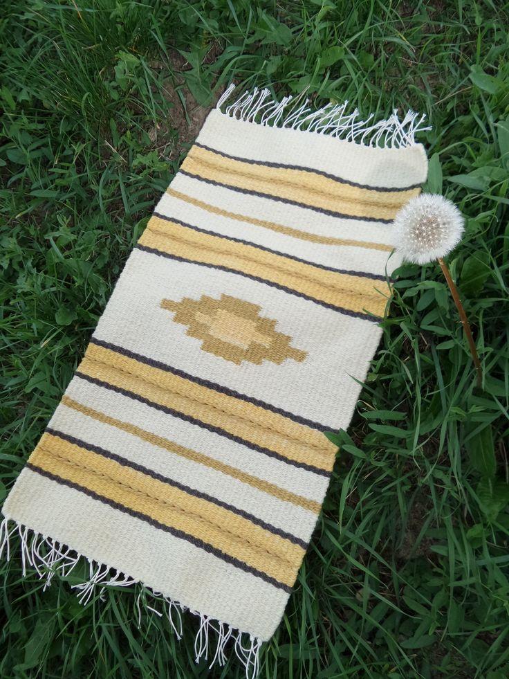 Kézzel font, növényi anyagokkal festett gyapjú fonalből, kézi szövéssel készült terítő - Handspun, painted with plants, handwoven cover - www.zentaianna.hu