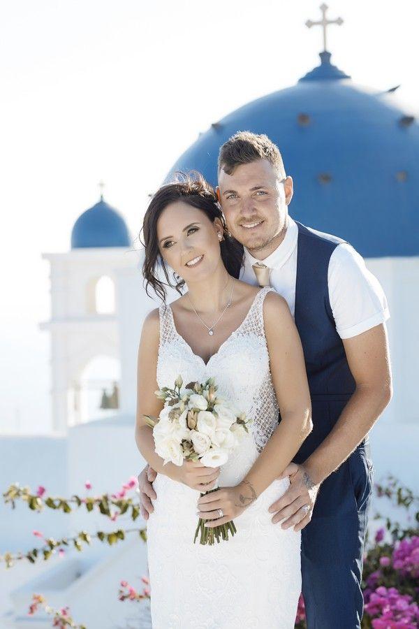 summer, couple, love, Santorini, caldera, bouquet, flowers