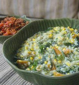 #RajaWisata Tinutuan atau Bubur Manado adalah makanan khas Indonesia dari Manado,Sulawesi Utara  #IndonesiaCulinery