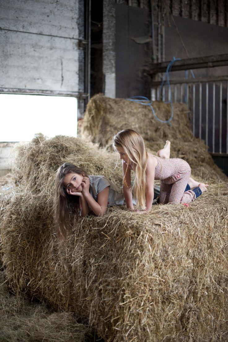 Fotograaf: Helena Kamminga  Visagiste: Yvon Moll  Model: Zoe van der zwaan,   Model: Tess de Groot,   Styling: Merijne Mulder Styling