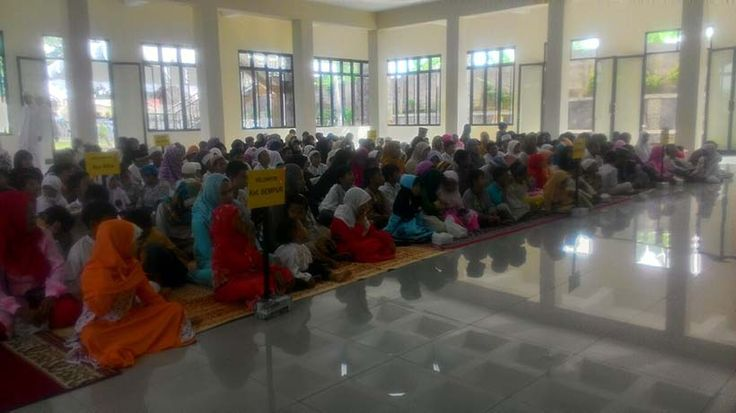 Alumni SMA 2 Bogor79 Santuni Ratusan Anak Yatim Piatu