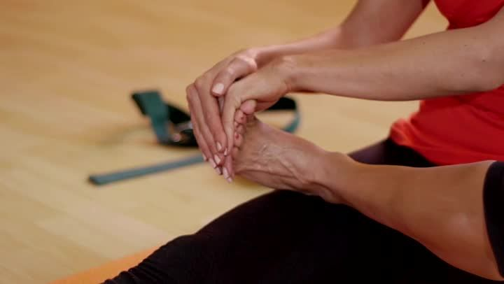 Safe Stretches For Ballet Feet Arches (Video) | LIVESTRONG.COM