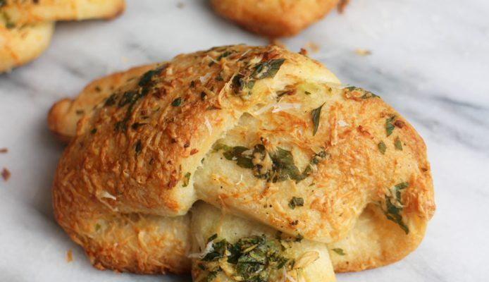Culy Homemade: knoflookbroodjes met Pecorino kaas – Culy.nl