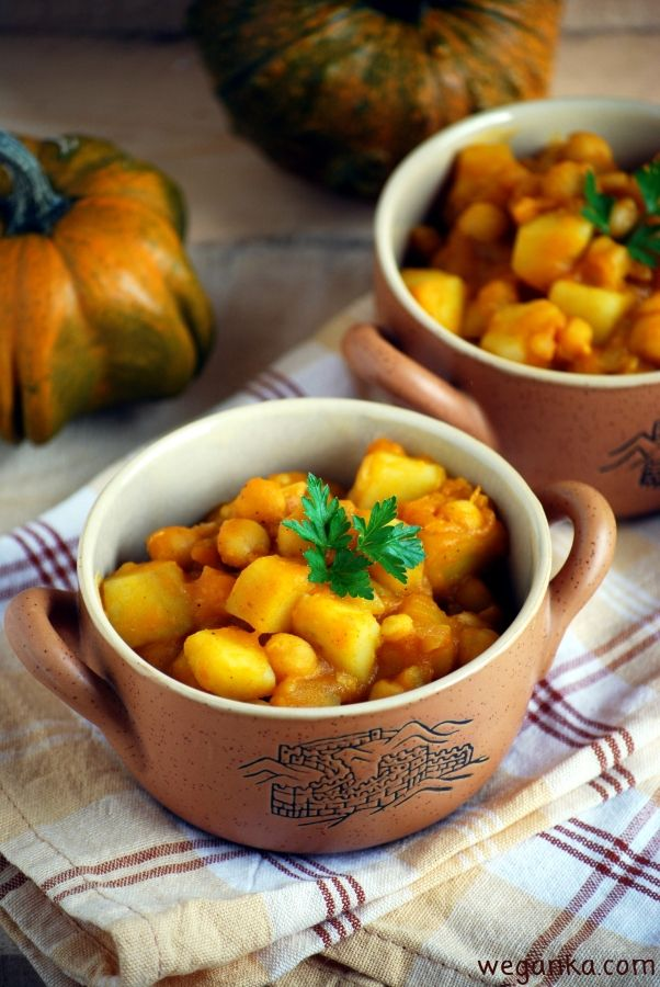 Kuchnia wegAnki: Gulasz ziemniaczany curry z ciecierzycą i dynią