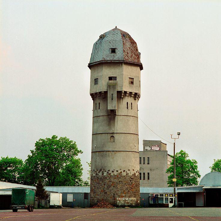 Miejska wieża ciśnień w Żarach z początku XX wieku.