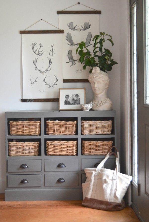 Love the layered look of this wall decor! I'd never thought of hanging artwork like this. Great idea, and really cozy feeling!