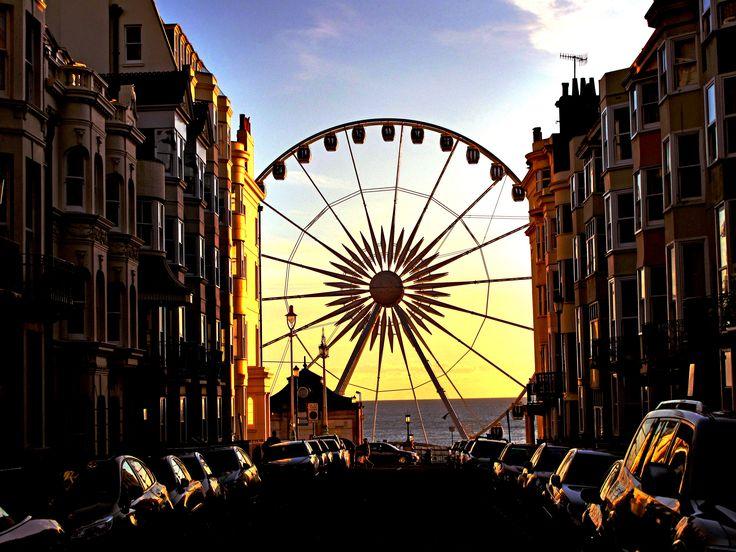 Esta roda-gigante fica em #Brighton, cidade litorânea da #Inglaterra que tem um lado hipster, mas também é lar de várias atrações históricas e museus. Foto Jack Knight.