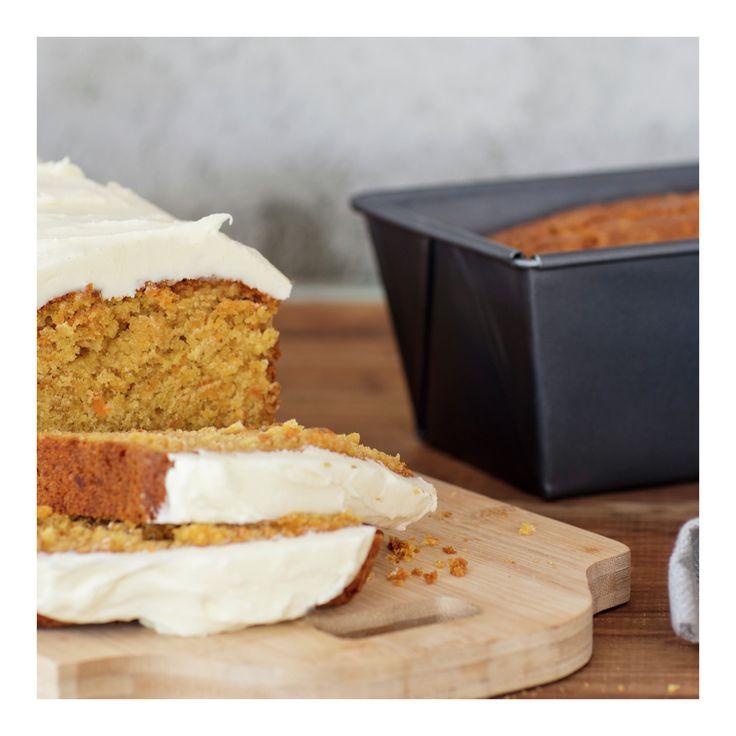 Gulrotkake med ostekrem  En saftig gulrotkake er alltid en favoritt både blant store og små. Pynt kaken med denne enkle teknikken og den vil garantert bli stjernen på kakebordet!)