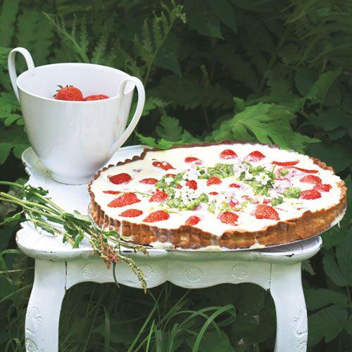Erdbeer-Tarte mit Sauerampfer-Pesto
