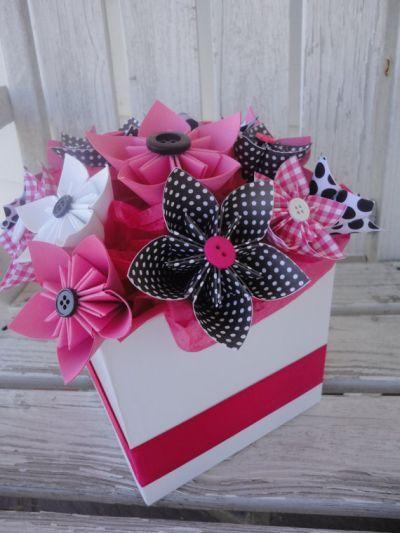 Decoracion de flores en origami para una boda o cualquier actividad.