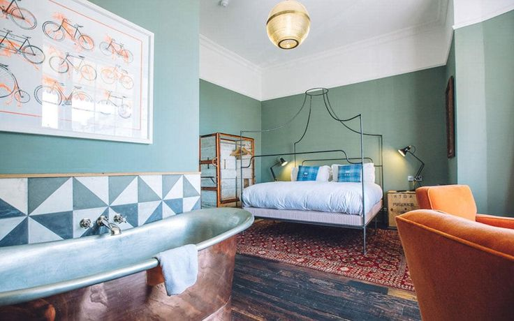 An insider's guide to the top boutique hotels in Brighton, including the best for themed bedrooms, stylish furnishings, sea views and hip cocktails bars, in locations near to Brighton Pier, North Laine, The Lanes, Regency Square and West Pier.