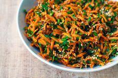 Super simpla, gata in 5 minute (sau cat iti ia sa dai pe razatoare niste morcovi), light & healthy. Suficient de aromata cat sa nu o uiti usor si sa vrei sa o mai faci odata.