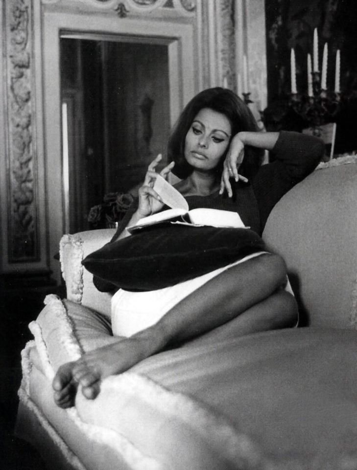 Sophia Loren reads and looks classy as hell.