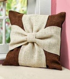 DIY burlap bow pillow.  Pretty and natural looking