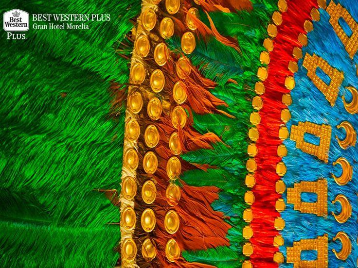 EL MEJOR HOTEL DE MORELIA Al reservar una de nuestras habitaciones en Best Western Plus Gran Hotel Morelia, usted podrá conocer y apreciar uno de los trabajos artesanales más difíciles de encontrar en la región, el arte plumario. Este tipo de artesanía, se ha mantenido como una tradición desde la época prehispánica y se trabaja en mosaicos, mantas y estandartes. #bestwesternmorelia