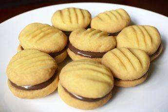Der Prinz mit den Keksrollen kann einpacken, den Kekse mit leckerer Schoko-Nougat-Füllung kann man ganz leicht selbst machen - und natürlich ganz ohne Tierleid!
