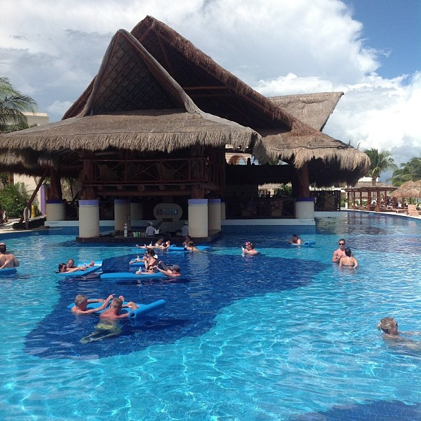 Who wouldn't love to be at this swim up bar?! #RivieraCancun Excellence Riviera Cancun