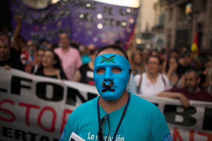 La legge che imbavaglia la Spagna - Miguel Mora - Internazionale