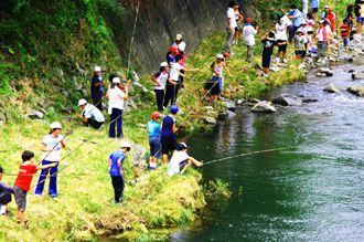 川の生物観察、魚釣り体験 俵山
