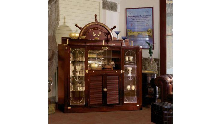 Alla ricerca di un tocco di originalità per il vostro ambiente soggiorno? Che ne pensate di questo mobile bar del porto, finitura mogano classico? #Handmade #VecchiaMarina