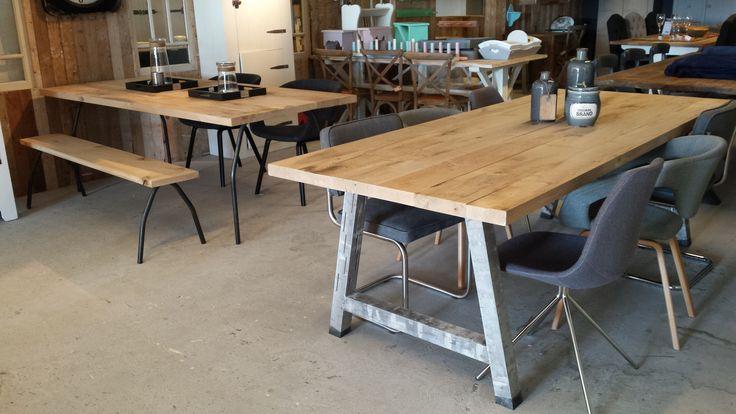 industrieel inspirerend.  we laten de tafels op maat voor u maken, onderstellen en bladen kunnen we onderling uitwisselen : dus personalisatie ten top.
