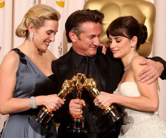 Pin for Later: Revisit Iconic Oscars Moments From the Past!  Oscar winners Kate Winslet, Sean Penn, and Penélope Cruz let their little gold men share an intimate moment in the press room in 2009.