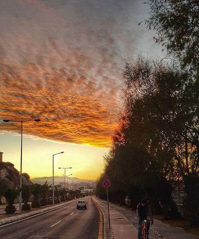 """Η φωτογραφία της ημέρας! O oυρανός του Ηρακλείου πήρε """"φωτιά"""""""