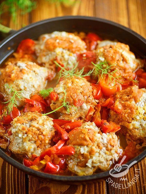 Polpette rifatte ai peperoni: ecco un piatto squisito della tradizione rustica contadina, per quando si ha voglia di un piatto semplice ma infallibile.