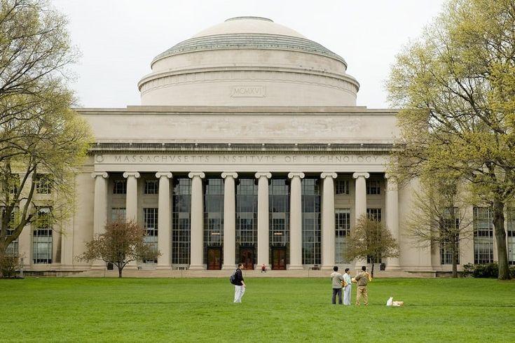 Mais de cem graduados do Massachusetts Institute of Technology (MIT) receberam diplomas digitais emitidos usando