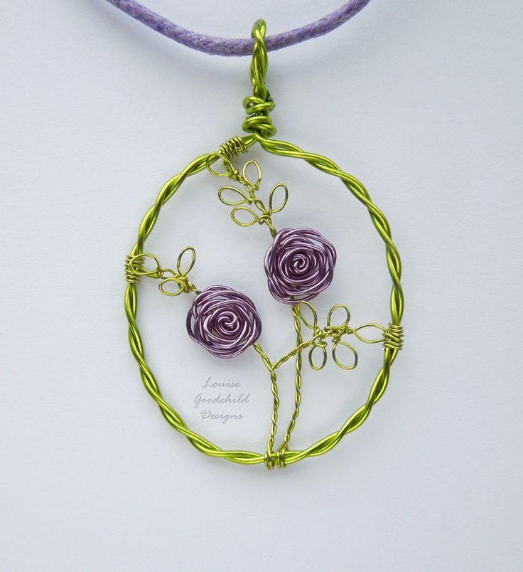Anhänger lila Rose, Rosa Draht-Anhänger Blume Schmuck, Draht Rosa Schmuck, stieg Anhänger MADE TO ORDER.  Eines meiner kleineren Anhänger, mit handgefertigten lila Draht Rosen und frühling grün lässt in einem passenden grünen Rahmen. Ausschließlich aus hochwertigen farbigen Kupferdraht gemacht.  Die Länge des Ovals misst ca. 1 und 1/2 Zoll - finden Sie das Bild mit den Penny Größenvergleich. Passende Lila Baumwolle Halsband inklusive - misst ca. 17 mit 2 Extender Kette.  * Dieser Anhänge...
