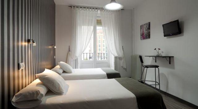 Hostal Gala Madrid - 1 Star #Guesthouses - $58 - #Hotels #Spain #Madrid #MadridCityCenter http://www.justigo.club/hotels/spain/madrid/madrid-city-center/h-gala-madrid_30994.html
