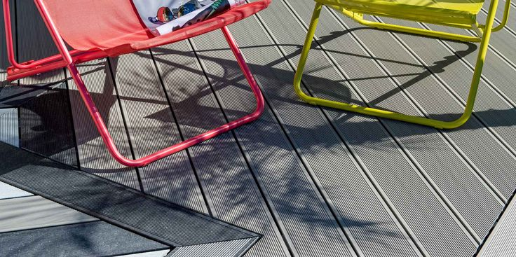 La palette de 7 coloris des lames de terrasse UPM ProFi Deck s'inspire de la nature finlandaise: ses lacs, ses forêts, ses roches granitiques, ses hivers enneigés… Optez pour le look nordique: un extérieur épuré, moderne et à l'épreuve des aléas de la vie en plein air.   #amenagement #bio-composite #circulaire #composite #déchets #eco-construction #ecologie #ecomatériau #economie #environnement #exterieur #lames #materiau #nez de marche #outdoor #Piscine