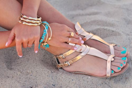 shiny sandals and turquoise: Shoes, Toenails, Color Combos, Turquoise, Nails Color, Toe Nails, Nails Polish, Accessories, Gold Sandals