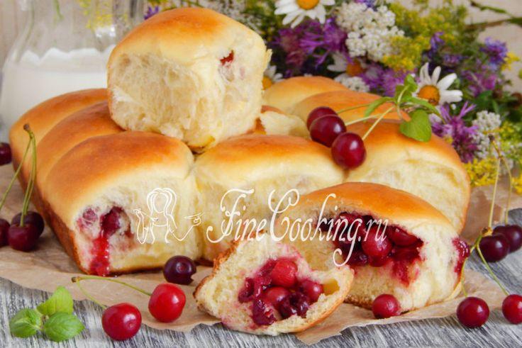 Пирожки с вишней в духовке - рецепт с фото