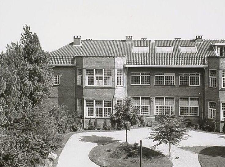 Een van de gebouwen van het Sint Joris Gasthuis aan de Sint Jorisweg. 1938