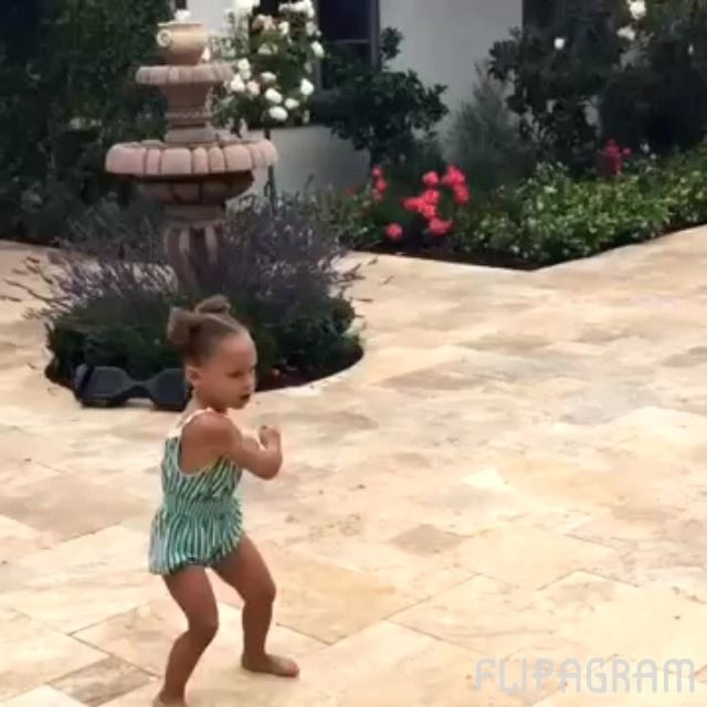 Riley curry doing the whip/nae nae. She's the eldest daughter to basketball player Stephen curry and actress Ayesha curry. Reflip and like if you can do the whip/nae nae. (Please no hate comments,she's only 3.)