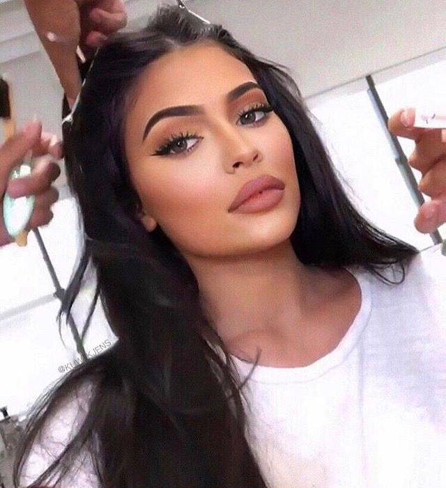 Kylie Jenners Most Glamorous Makeup Looks To Copy For The
