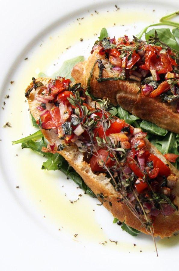 Оригинал взят у tastyaiva в Очень итальянская брускетта Итальянистость, впрочем, не делает брускетту запредельно калорийной или запретной во время Поста Кстати,…